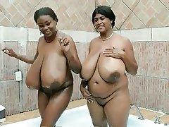 Grosses, Grands seins, Indienne, Lesbién